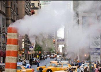 Frikë në Nju Jork, shpërthen tubi i avullit