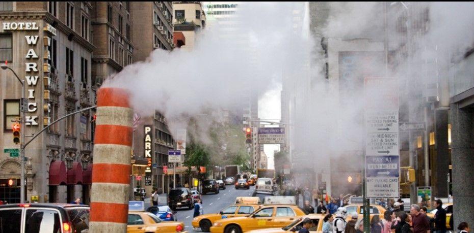Frikë në Nju Jork  shpërthen tubi i avullit