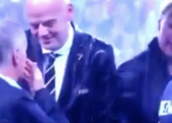 Momenti shokues që nuk e patë gjatë ceremonisë në Moskë, gruaja pas Putinit vjedh medaljen (VIDEO)