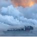 Pane tmerr me sy në mes të detit, pamje tronditëse si u godit anija nga vullkani (VIDEO)