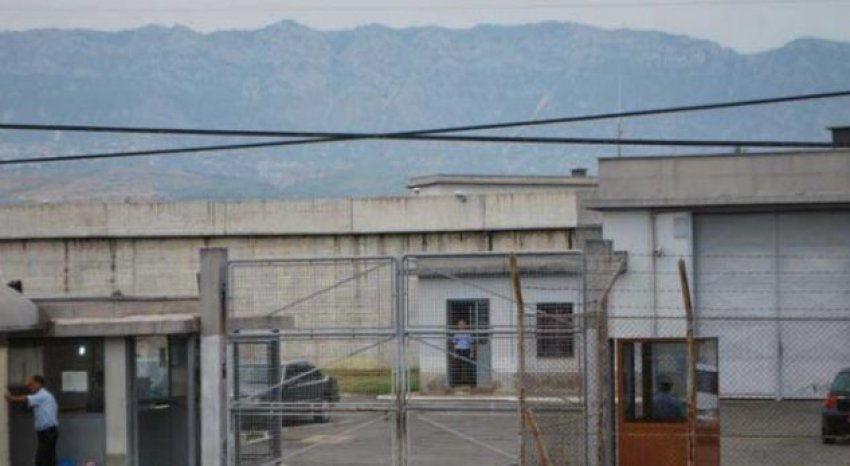 Vidhen 18 pistoleta nga burgu i Fushë Krujës
