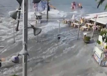 Cunami godet ishullin e mirënjohur turistik (VIDEO)