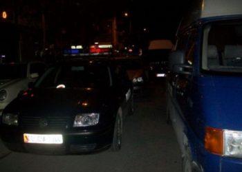 Kosovari fiksohet keq pas shkodranes, i hyn në mesnatë në shtëpi me armë në dorë