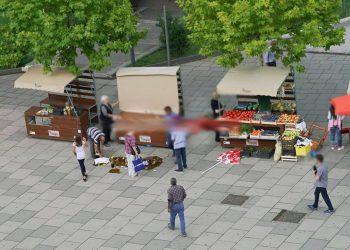 Në shqipëri shitësit e rrugës persekuptohen ndërsa në Kosovë i thyhen kavanozët e mjaltit në shesh, kryeministri ia paguan dëmin shitësit