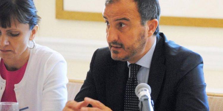 Emërohet zyrtarisht, ky është ambasadori i ri i BE-së në Tiranë