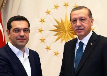 Turqia i ofron Greqisë ndihmë, Athina refuzon