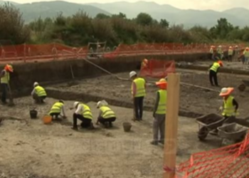 Tronditëse çfarë u zbulua në varrezat antike në Korçë