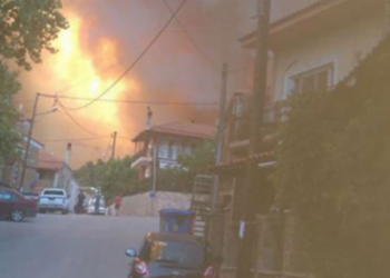 Rikthehen zjarret në shtetin Grek, policia jep urdhër evakuimi për banorët