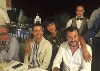 Ministri po festonte kur ndodhi tragjedia e Genovës