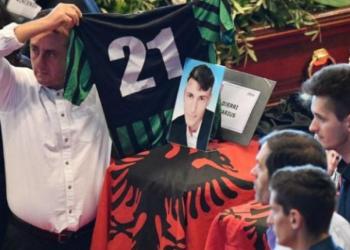 Të mbuluar me flamurin shqiptar, Bokrina dhe Djerri përcillen në banesën e fundit