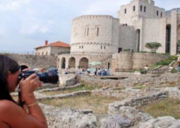 Shqiptarët populli më miqësor dhe i dashur me turistët