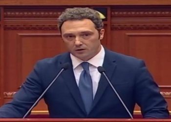 Nuk përmbahet Spahiu: Akuzohen mjekët ndërkohë që simboli i shkatërrimit të shendetësisë është në Kuvend