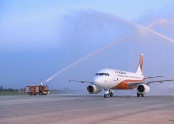 """Avioni i parë i """"Air Albania"""" ulet në Rinas (FOTO-VIDEO)"""