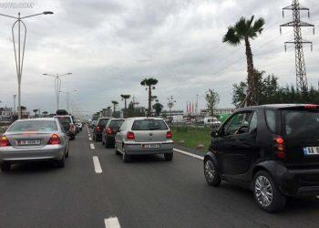 Aksident masiv në autostradë, përplasen 5 makina, mes tyre një autobus me turistë nga Kosova (FOTO)