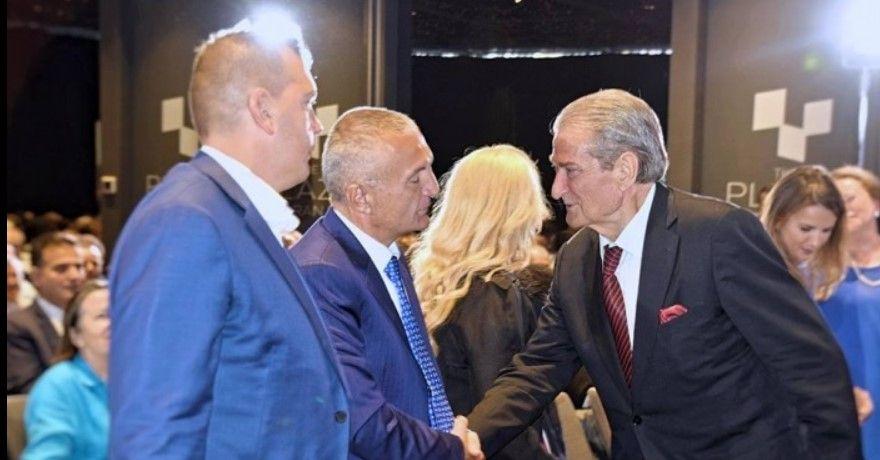 """""""Gafa"""" politike e Metës, mendoi se po thoshte një batutë të Azem Hajdarit, por ofendoi deputetin e PD"""