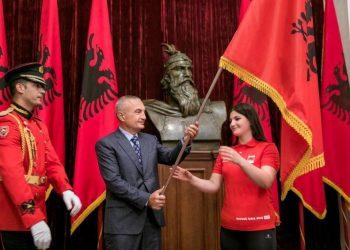 """""""Buenos Aires 2018"""", Meta i dorëzon flamurin ekipit shqiptar"""