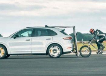 E pabesueshme, çiklisti arrin shpejtësinë 240 kilometra për orë (VIDEO)