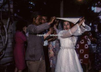 """""""Rroftë shoku Enver Hoxha"""" edhe nëpër dasma, ja si festohej martesa në diktaturë (FOTO)"""