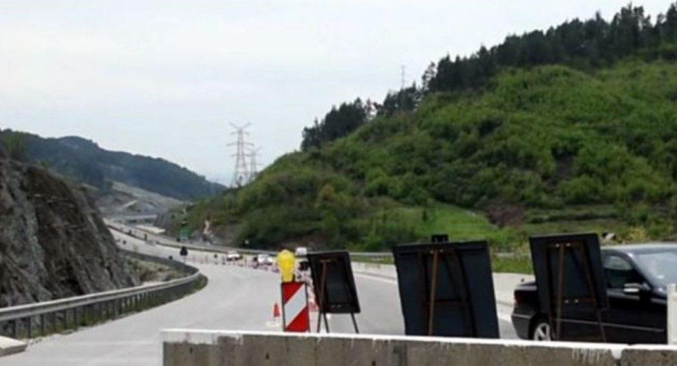 3 mln euro kosto! 4 muaj punime për të pastruar autostradën Tiranë- Elbasan