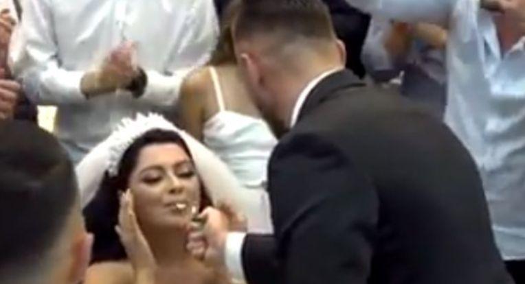 Ndryshon tradita, nusja dhëndrit: 'Kallma cigaren', dasma tradicionale bëhet hit në rrjet (VIDEO)