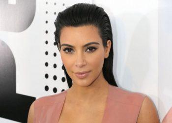 Kim Kardashian sot duket yll, por kështu dukej si fëmijë (FOTO)