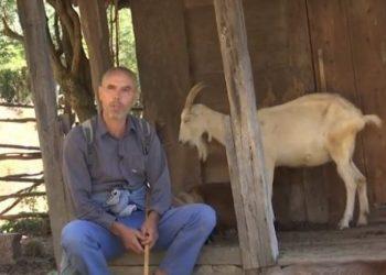 Fshati shqiptar, ku jeton vetëm një njeri me 300 dhi (VIDEO)