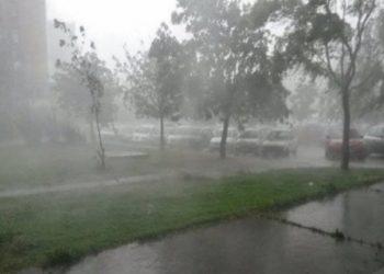Kukësi përfshihet nga një stuhi e fuqishme (FOTO)
