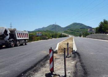 Çfarë po ndodh me aksin Tiranë – Elbasan dhe si po e shton kapicën e borxhit qeveria