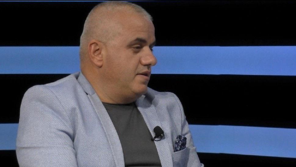 """""""Bixhozi pastron paratë e krimit"""", Artan Hoxha """"vë me shpatulla pas murit"""" Ramën me këto 5 pyetje"""