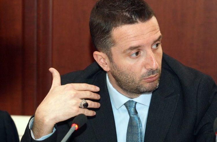 Flet me emra Braçe, tregon politikanin që shpif më shumë në këtë vend