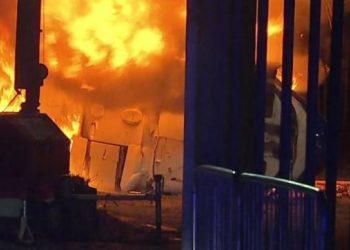 Dalin pamjet tragjike të rrëzimit të helikopterit para stadiumit (VIDEO)