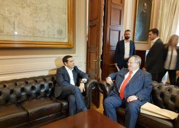 Kotzias ikën dhe lëshon 'bombën', Greqia do marrë 12 milje det nga Shqipëria