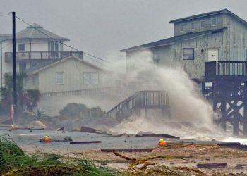 """Uragani Majkëll shkakton """"dëme të paimagjinueshme"""""""