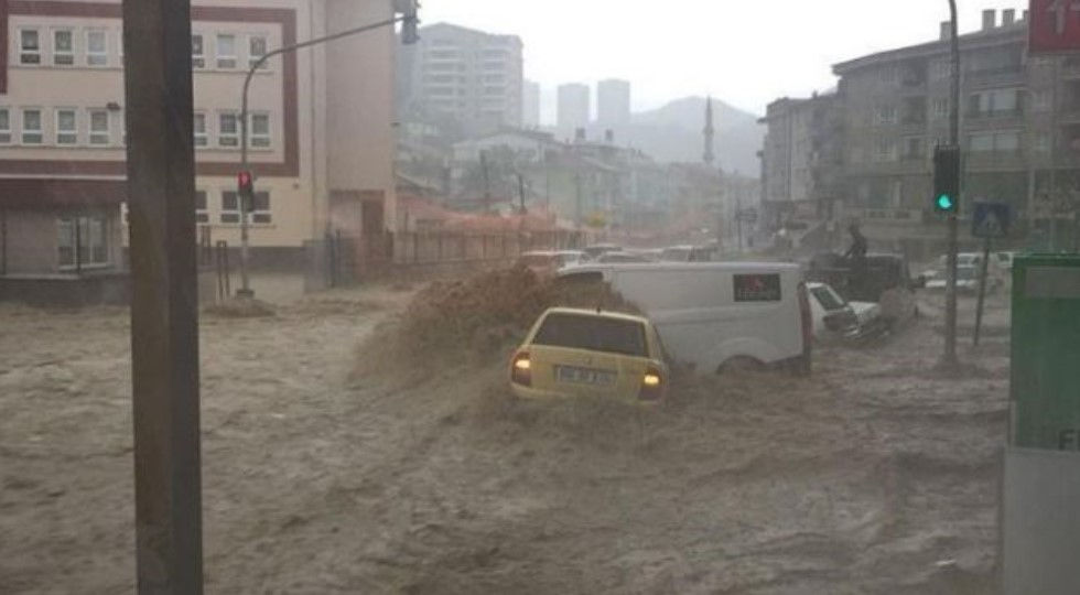 A rrezikohet Shqipëria nga përmbytjet që kanë prekur Italinë? Flasin meteorologët