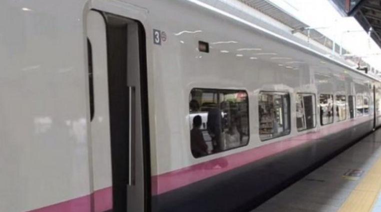 Shikoni Ndodh Pr Vetm 7 Minuta Kur Trenat Japonez Mbrrijn N Stacion VIDEO