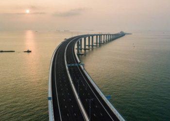 Inagurohet ura më e gjatë në botë, ka çelik sa për 60 kulla Eifel (VIDEO)