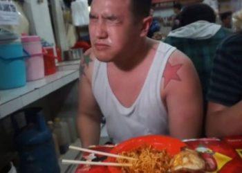 Kuzhinieri 22 vjeçar provoi ushqimin më djegës në botë, ja çfarë i ndodhi (VIDEO)