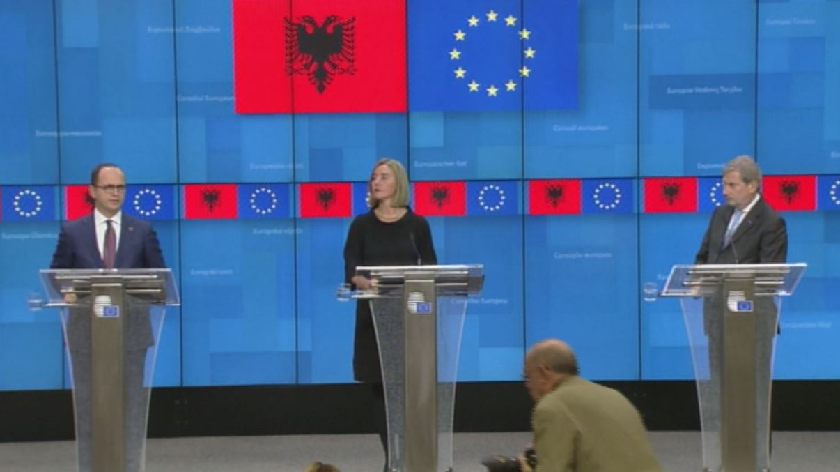 Mesazhi nga Brukseli  Mogherini  Shpresojmë për një vit të mbarë shqiptar në 2019