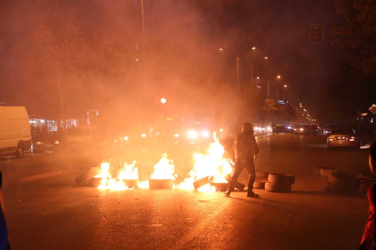 Këtu nis revolucioni   banorët e Unazës së re i vënë flakën gomave dhe bllokojnë rrugën