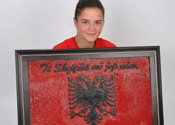 22-vjeçarja nga Fieri i lë të gjithë pa fjalë, 36 mijë gozhdë për shqiponjën dykrenare