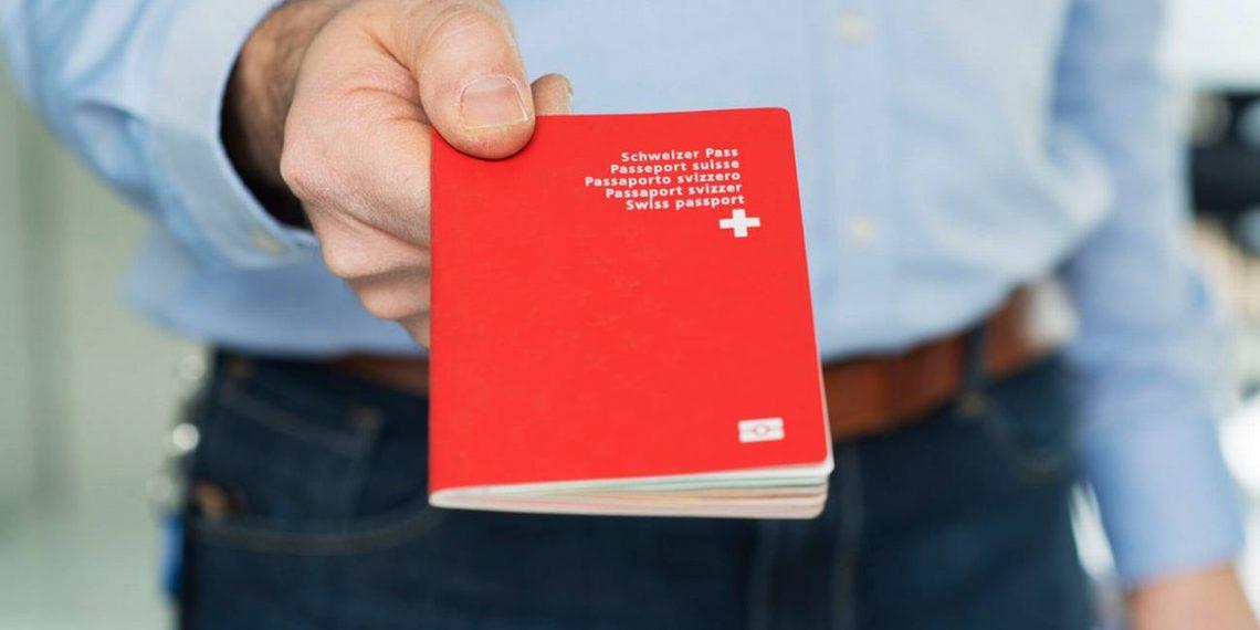Shqpitare doni te largoheni nga vendi? Ja nje mundesi e arte per te marre pasaporten zvicerane