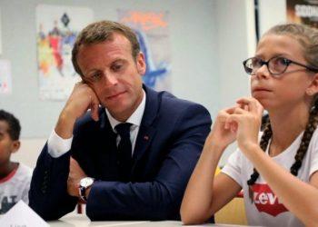 Franca ndalon përdorimin e telefonave për të gjithë fëmijët nën moshën 15 vjeçare në shkolla