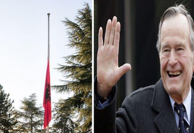 """""""Mik i shqiptarëve"""", flamuri ulet në gjysmështizë për nder të Bush"""