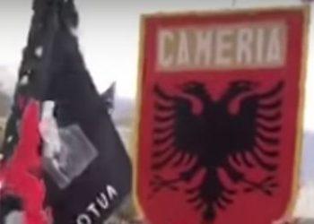 """""""Shqipëri oj nana ime""""! Gjirokastra skuqet nga flamuri kuqezi, përgjigje ekstremistëve grekë (VIDEO)"""
