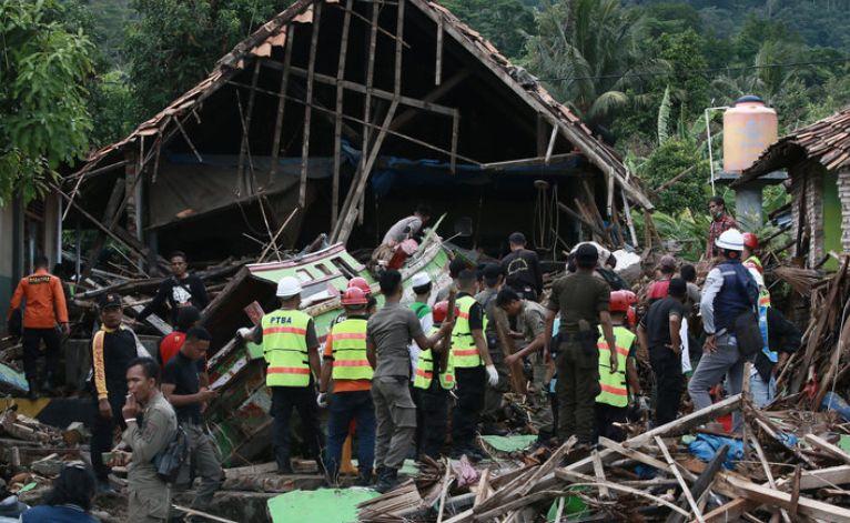 Rritet numri i viktimave në Indonezi, autoritetet paralajmërojnë cunam tjetër