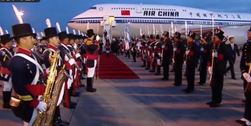 Plas gallata në rrjetet sociale, rojet ngatërrojnë presidentin kinez me një nga zyrtarët (VIDEO)