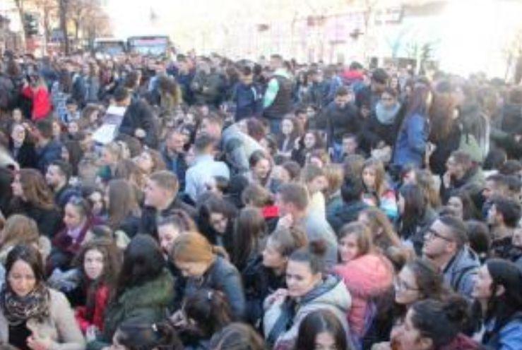 Protesta e studentëve për tarifat e larta, jepet dorëheqja e parë