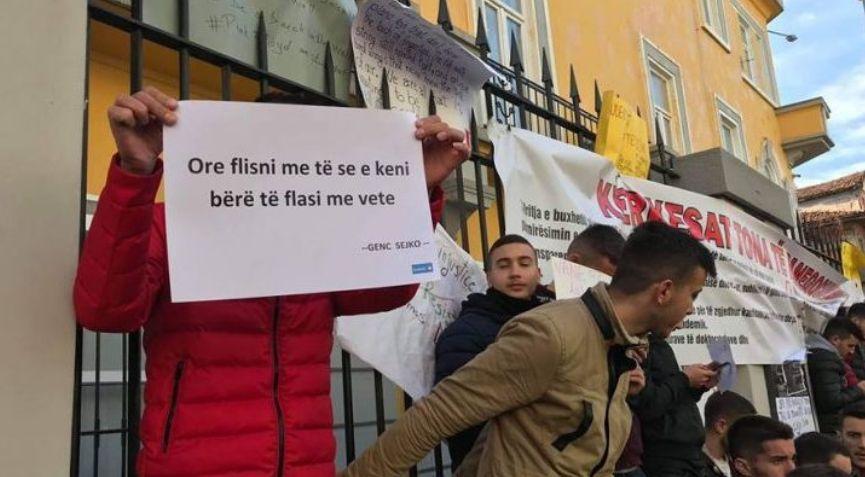 """Presidenti i """"Konrad Adenauer"""": Studentët qajnë kur u japim një bursë"""