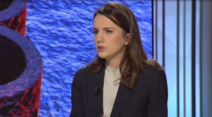 Vajza e Azem Hajdarit lë mandatin e deputetes për studentët
