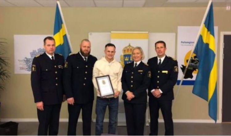 Shqiptari shpallet 'Hero i vitit' në Suedi, shpëton 20 fëmijë nga gruaja që i ndiqte me thikë